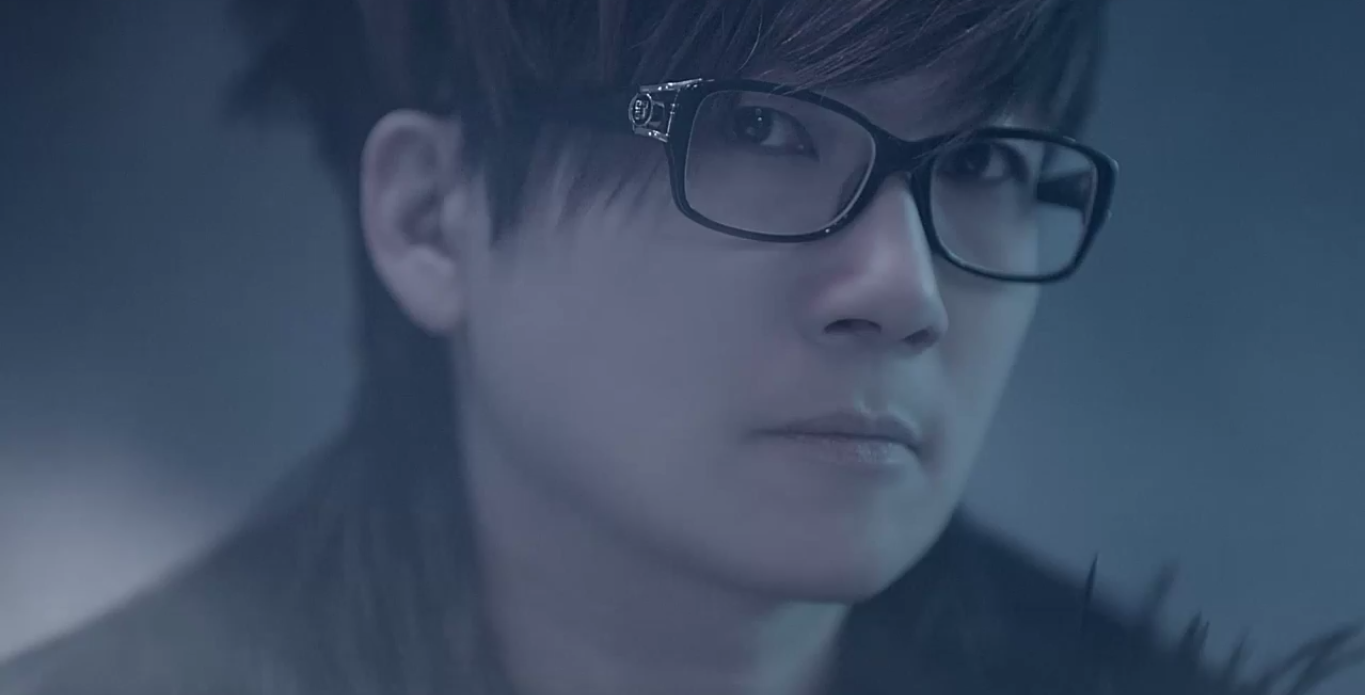 "Still from Seo Taiji's ""Christomlo.win"" MV"