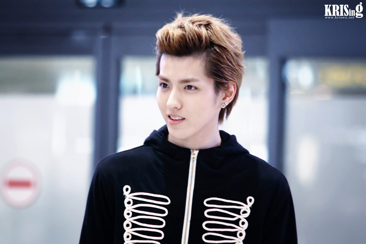 "Kris to star in ""Lao Pao Er"" and signs with Huayi Brothers