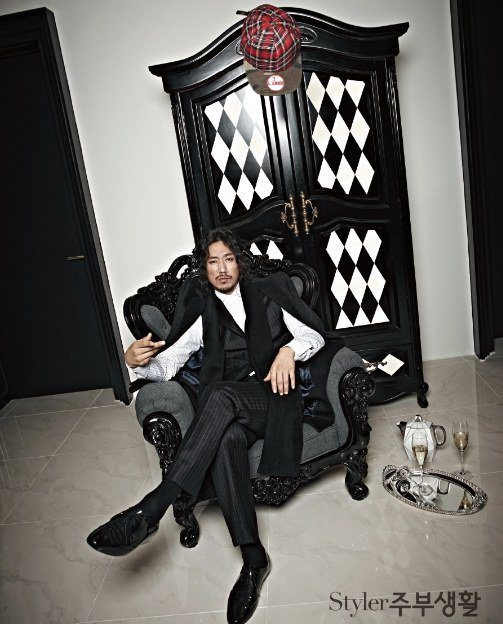 "Photo of Tiger JK on ""Styler Jubu Lifestyle"" magazine."