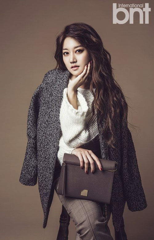 Rainbow's Oh Seung Ah poses for bnt