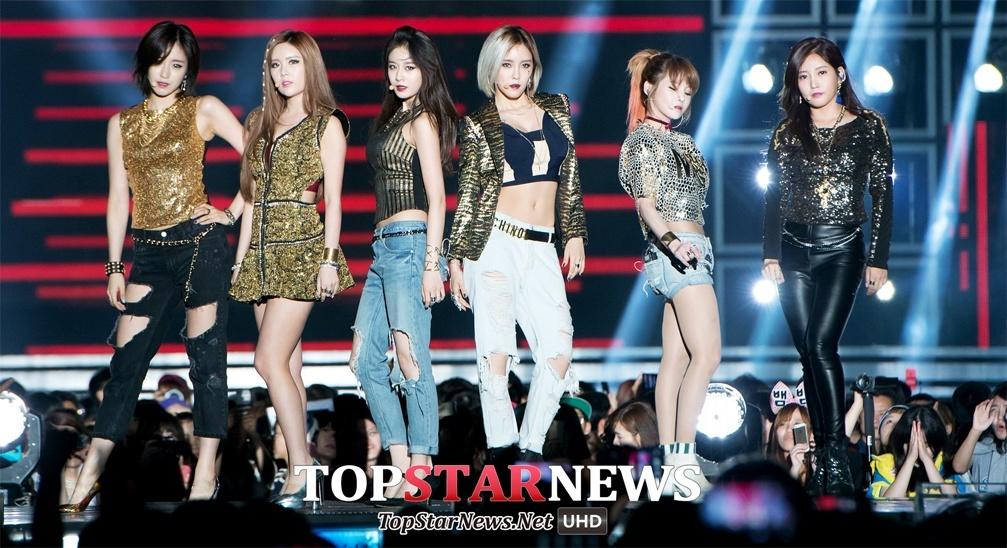 T-ARA at concert