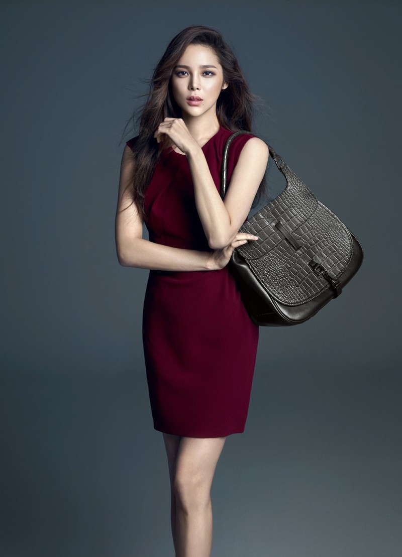 Park Si Yeon Looks Elegant With New Quot Carlyn Quot Bags