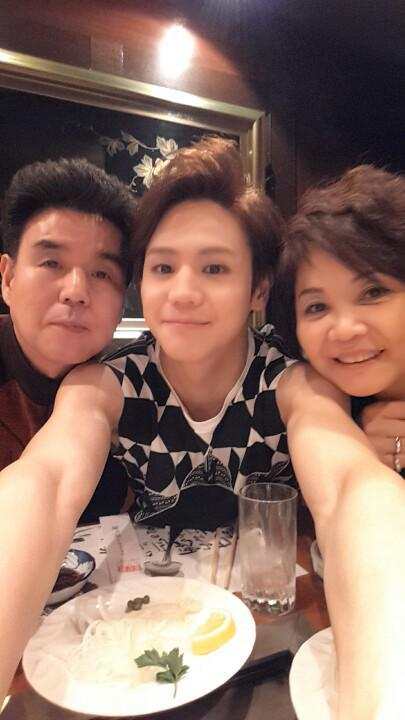 Yoseob and his parents