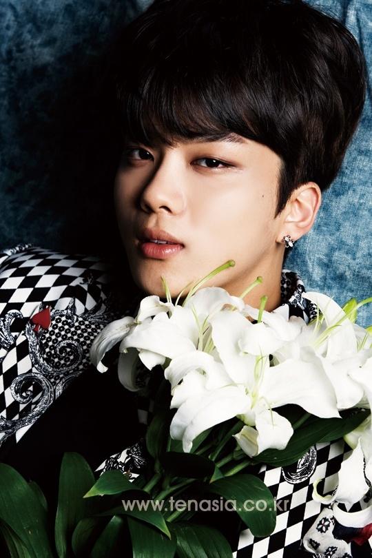 TenAsia reveals the Top 5 photogenic idols of 2014  TenAsia reveals...