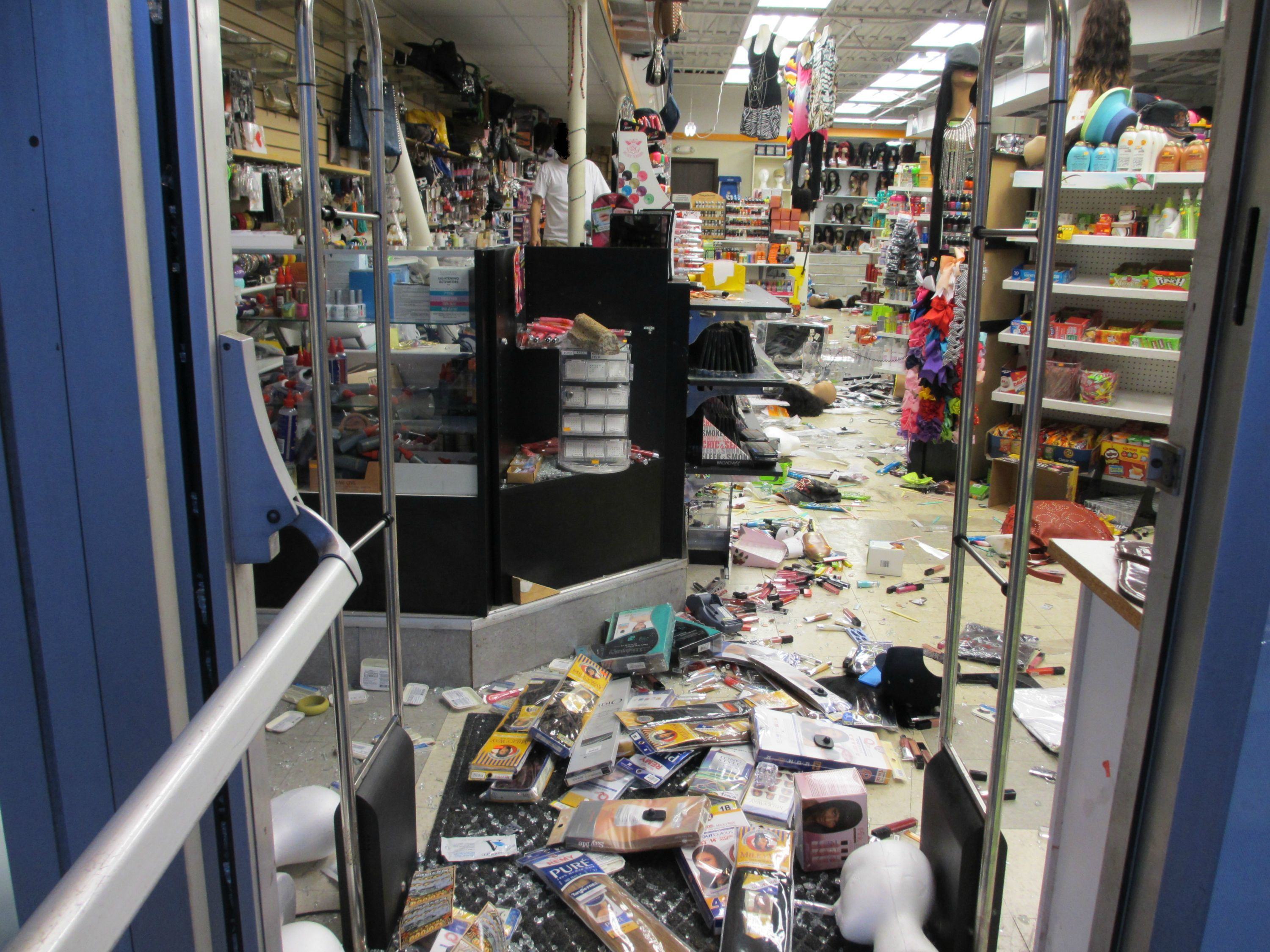 Korean owner\'s store gets looted and burned down in Ferguson riots