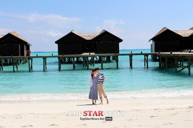 Sungmin and Kim Sa Eun's honeymoon photoshoot in the Maldives