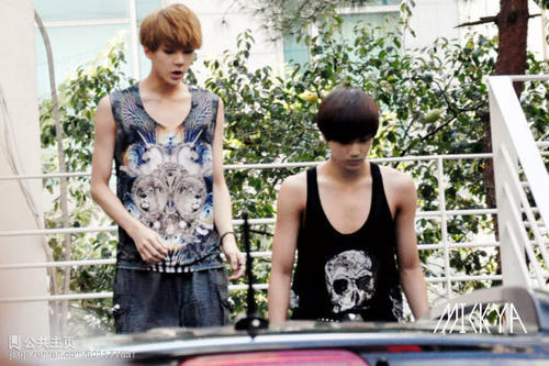 Phát hoảng với những thân hình mỏng dính trơ xương của idol Hàn Quốc ảnh 13