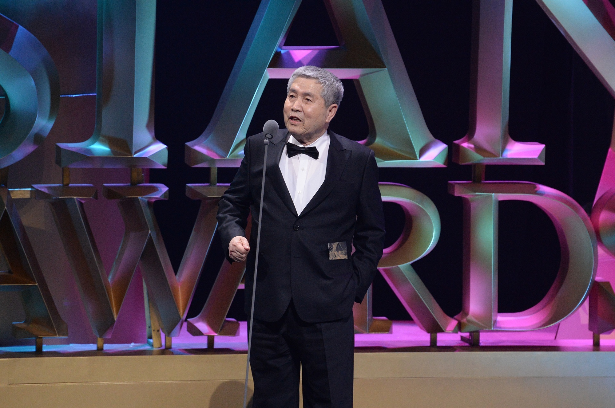 "-Godfather of Korean Cinema Im Kwon-Taek"" receives the Lifetime Achievement Award in recognition of his numerous contributions to Korean cinema at the 9th Asian Film Awards."