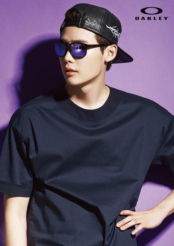 Lee Jong Suk Oakley 2015