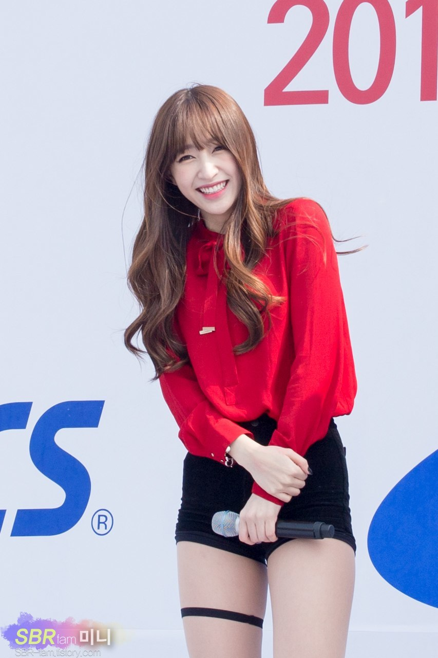 12 Sexy Photos Of EXID's New Hot-Red Outfit (Hani
