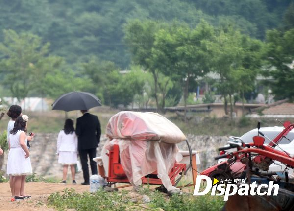 Dispatch photo of Won Bin and Lee Na Young's discreet wedding in Jungson, Deok-Woo-Ri, South Korea.