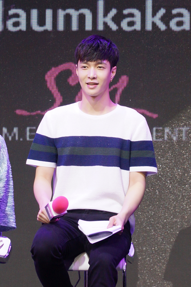 Lay SUPER STAR SMTOWN Chinese Launch