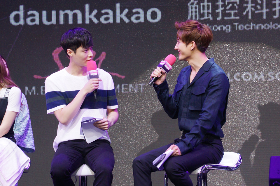 Lay and Zhoumi SUPER STAR SMTOWN Chinese Launch