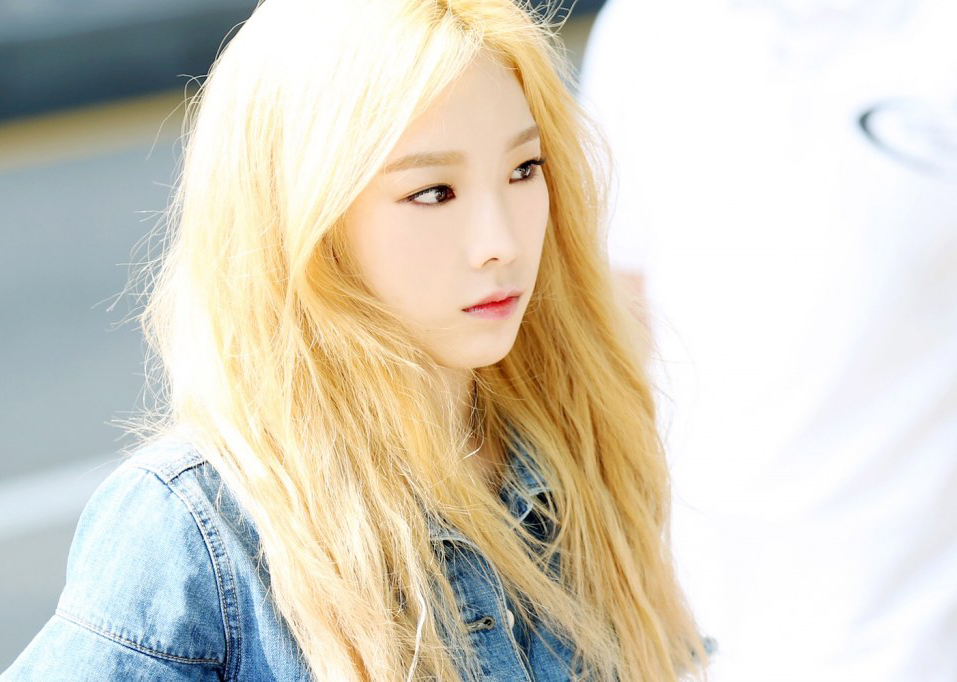 Taeyeon Gives Another Sneak Peek Of Her Gorgeous Blond Hair