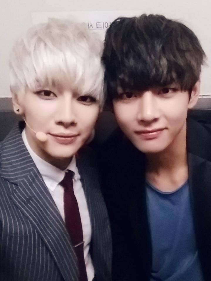 Who wore it better BTS V vs EXOs Baekhyun Updated!