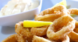 Crispy-Fried-Squid-Calamari-recipe-Kalamarakia-Tiganita-1 (1)
