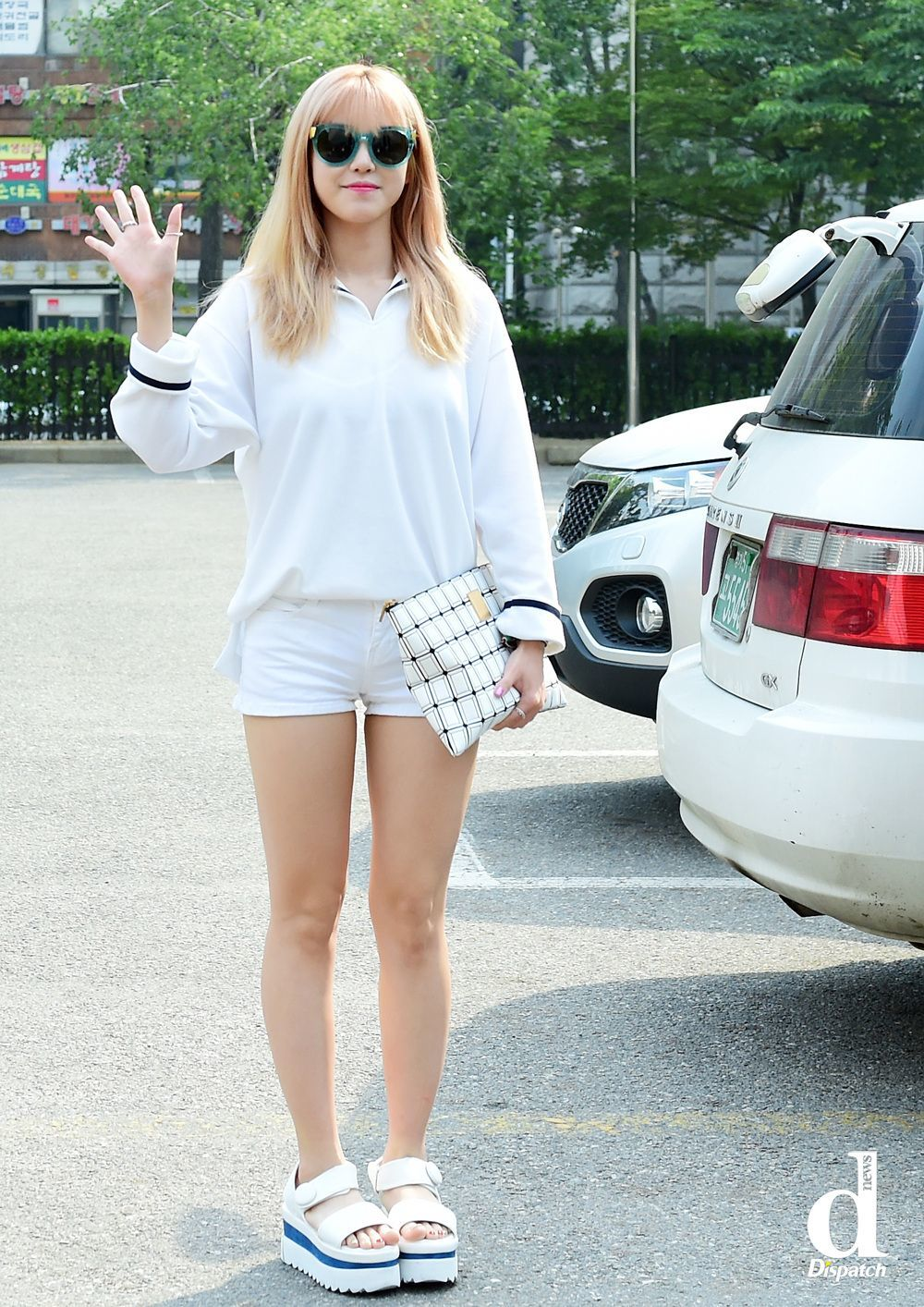 209749cc641c Dispatch compiles photos of female idols with summer fashion