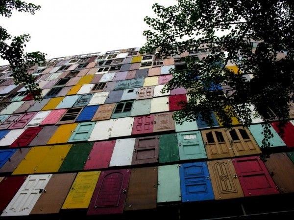 1000 Door Building