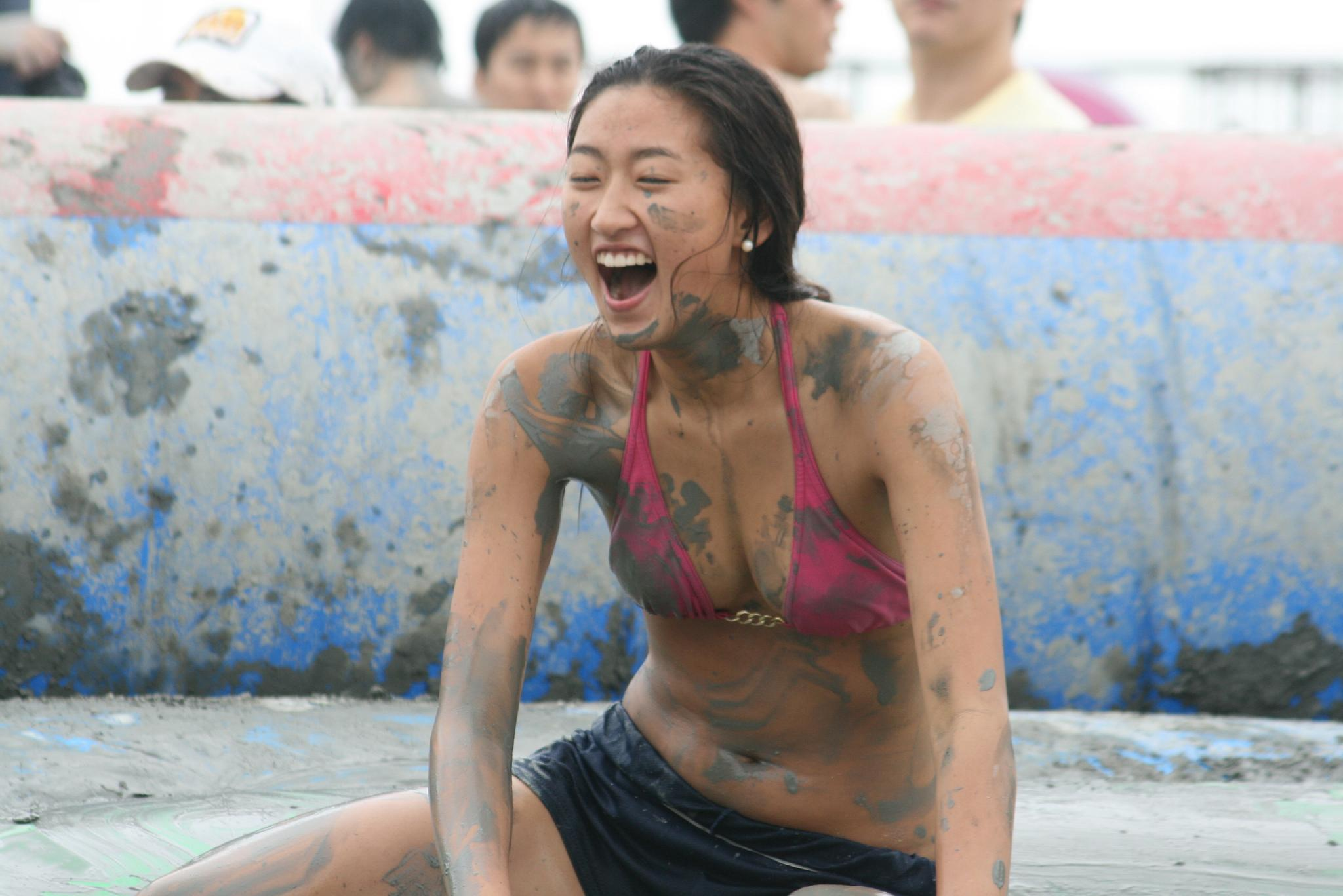 Girl_at_the_Boryeong_Mud_Festival_2008