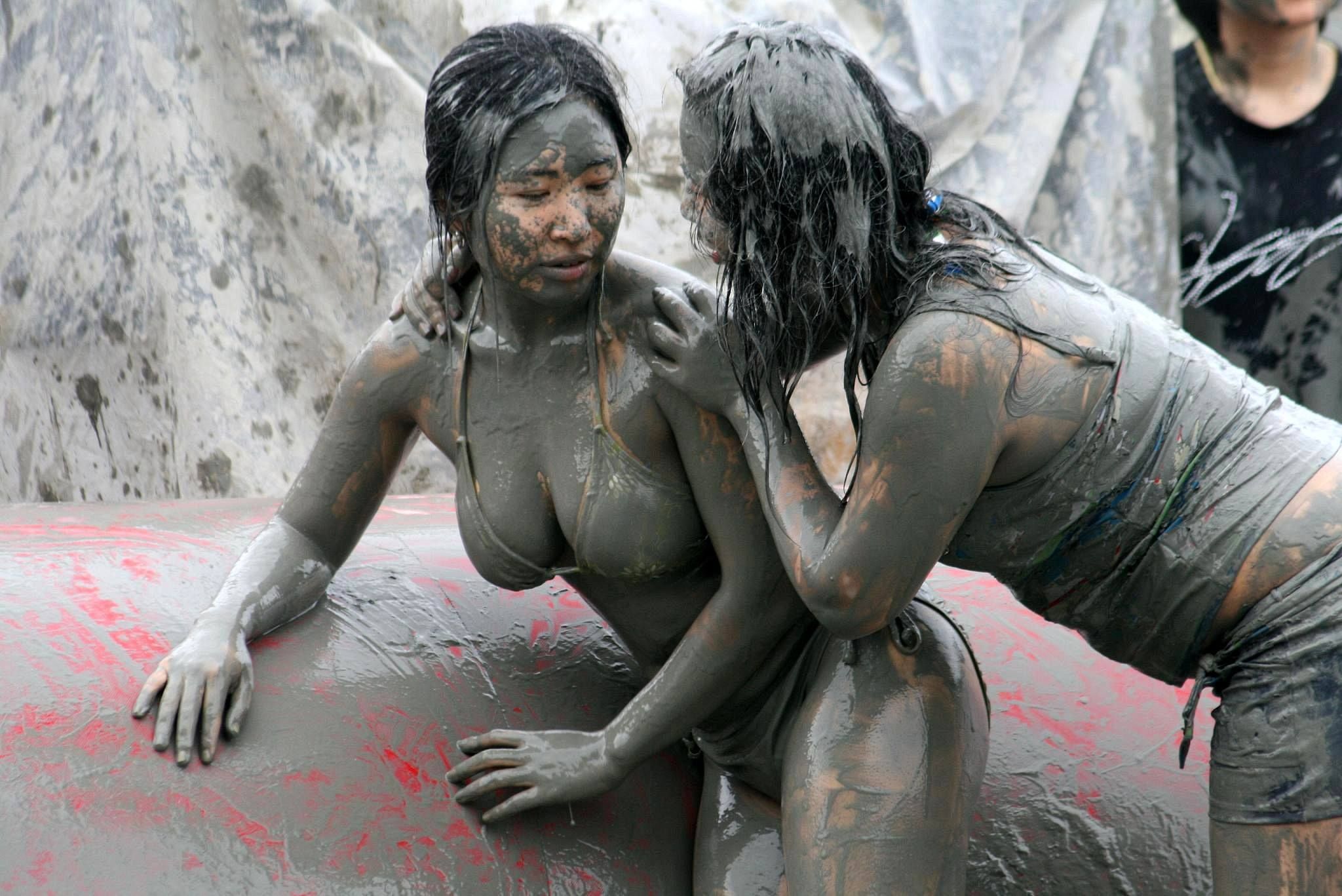 travel-bizarre-weird-festivals-around-the-world-boryeong-korea-2