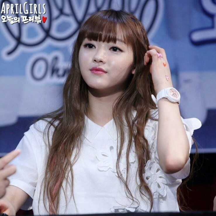 Oh My: Netizens Claim Oh My Girl's Yooa Looks Just Like A Doll