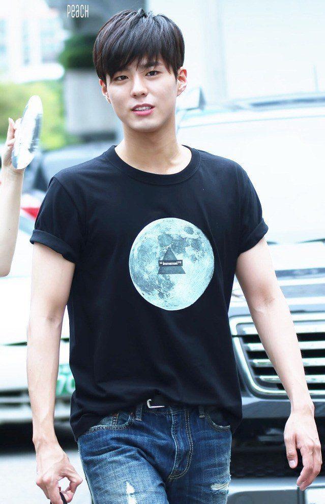 Korean male celebrity abs