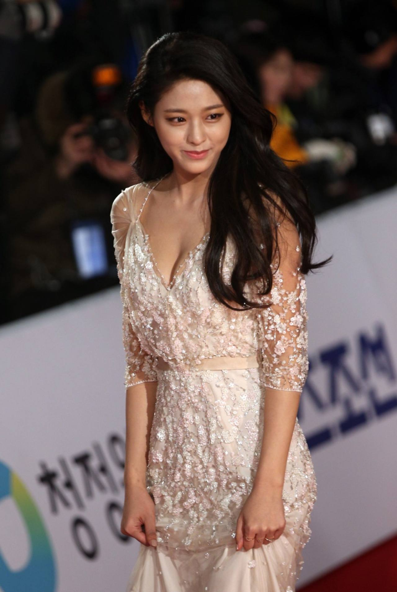 Revealing And Exploring Meaning In The Tarot: Fans Eyes Exploded When Seolhyun Appeared At Red Carpet