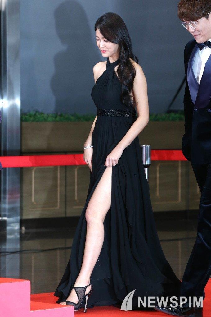 Seolhyun Looks Stunning In Her New Split Leg Dress Koreaboo