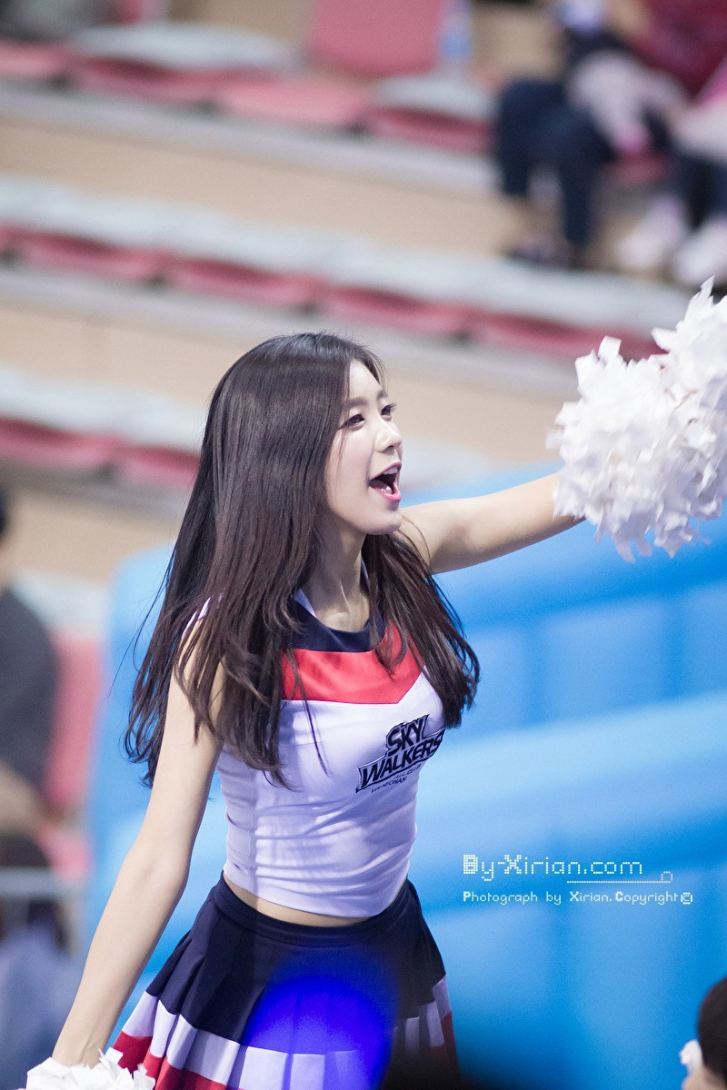 koreans can't decide whether this cheerleader is more cute or sexy