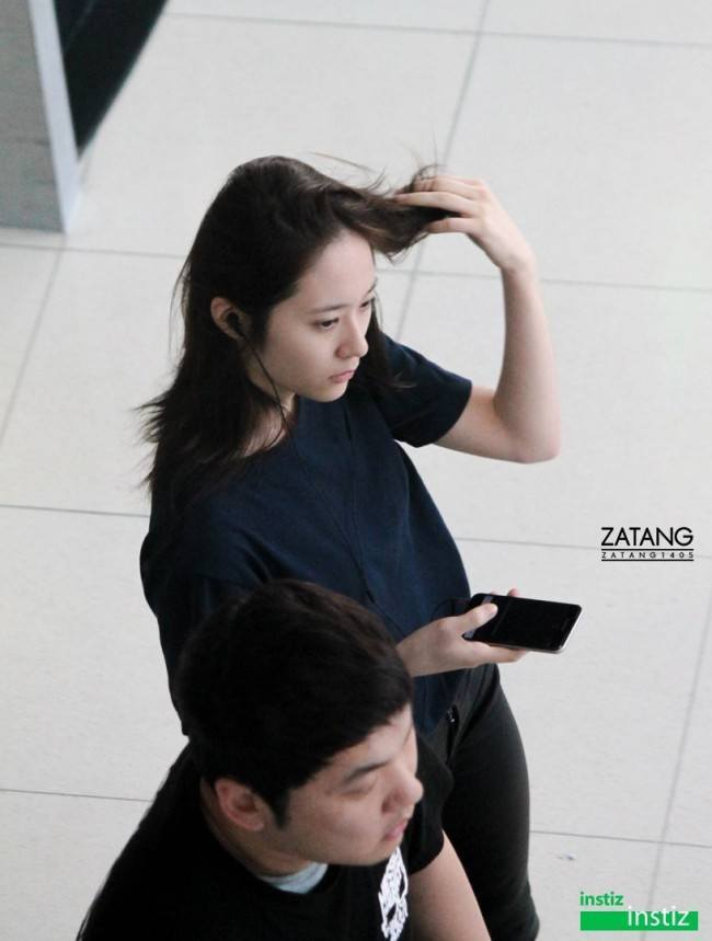 krystal spotted with new short hairstyle koreaboo