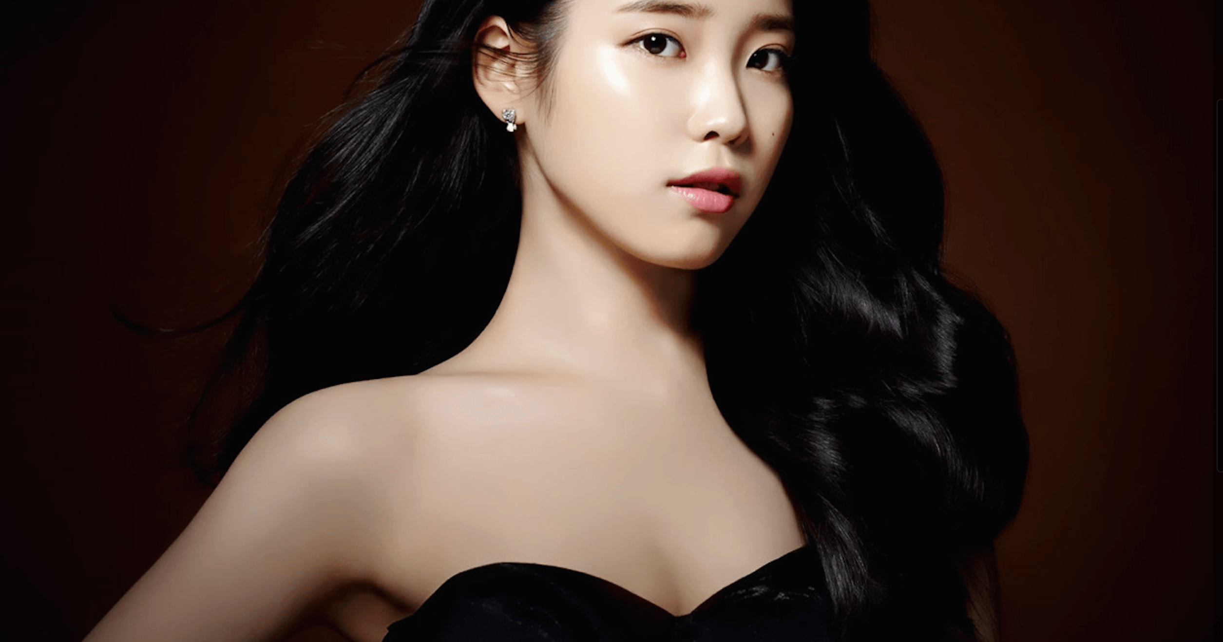 IU: IU Releases Sexy New Photo From Her Latest GQ Photo Shoot