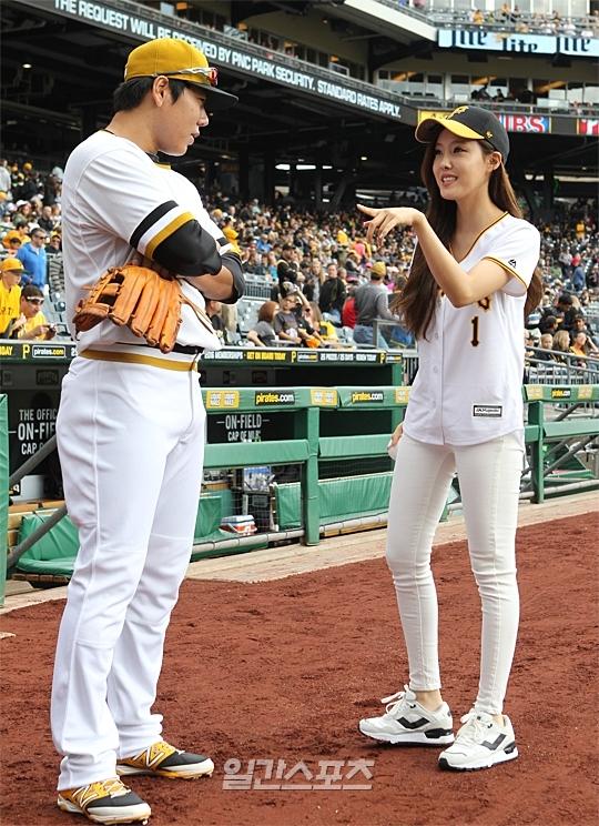 Image: Kang Jung Ho and T-ARA's Hyomin / Ilgan Sports