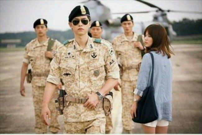 "Image: Song Joong Ki & Song Hye Kyo ""Descendants of the Sun"" / KBS 2TV"