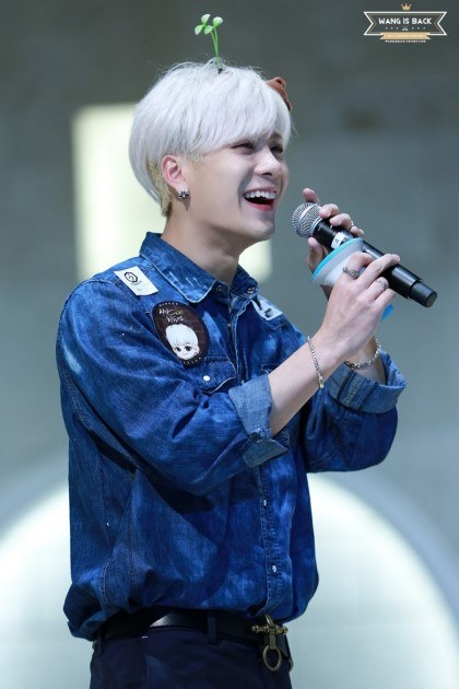 These 20 Male K-Pop Idols Show How Amazing Silver Hair Can ... | 420 x 630 jpeg 50kB