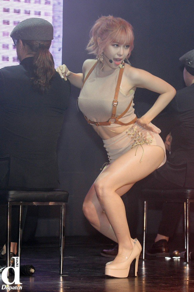 "Image: Hyosung performing ""Into You"" at showcase / Dispatch"