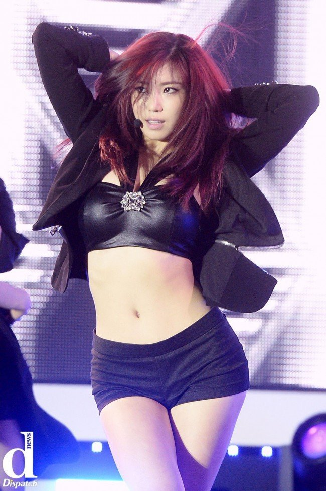 "Image: SECRET Hyosung performing ""I'm In Love"" at group showcase / Dispatch"