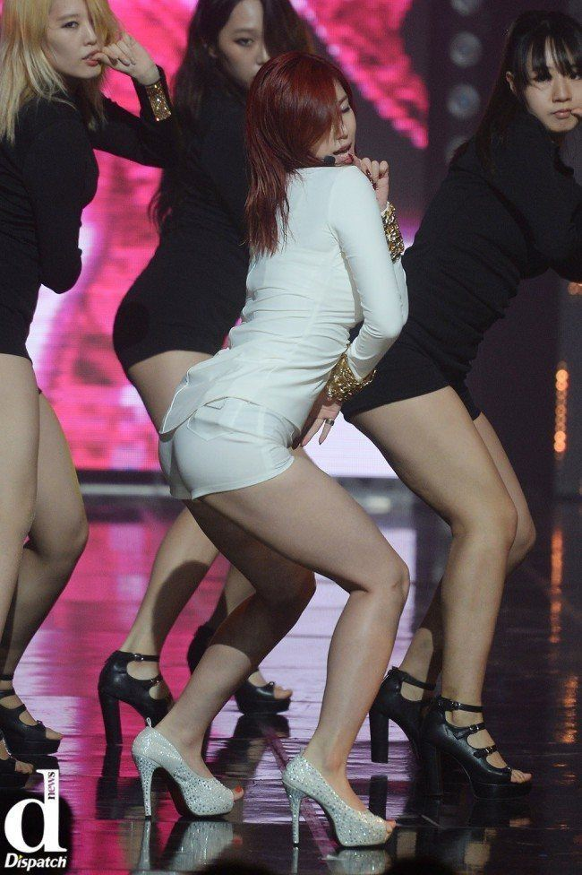 Image: SECRET Hyosung performing on stage / Dispatch