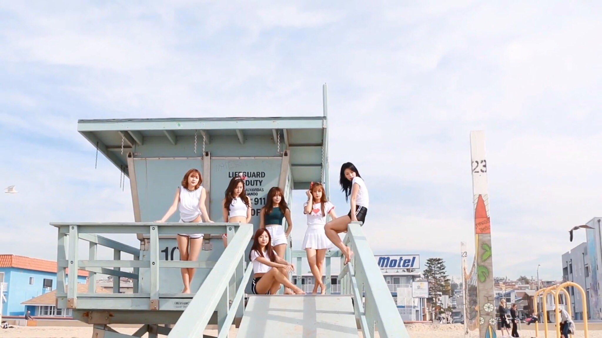 Image: Apink at the beach / Plan A Entertainment