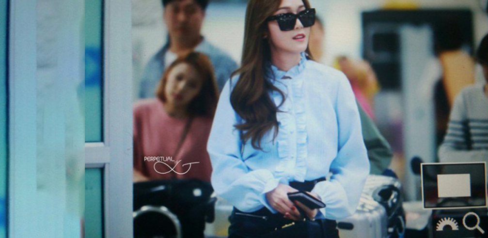 Jessica Jung Sets Airport Fashion Trend Of 2016 With New Simple Style Koreaboo