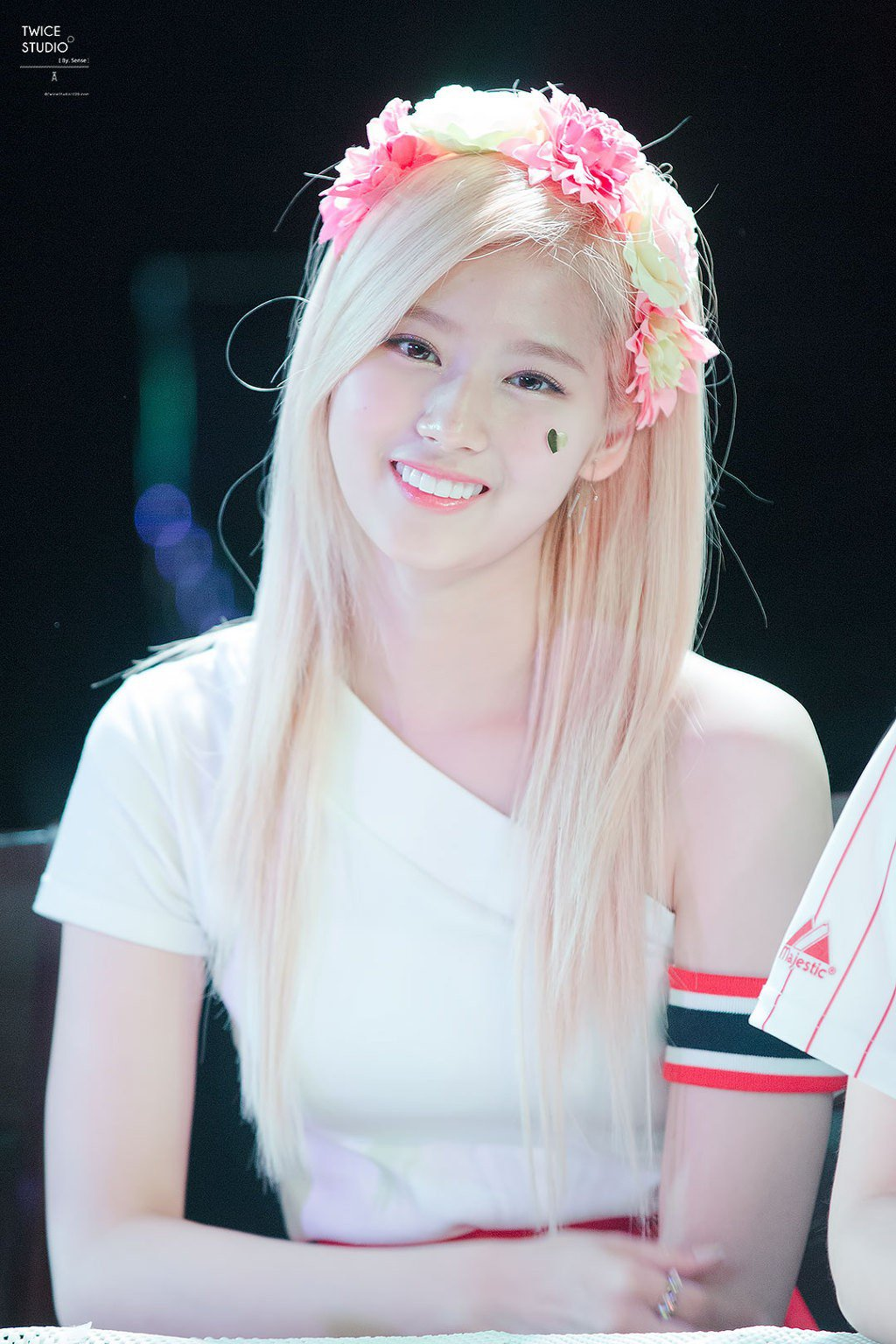 These 26 Hi Res Photos Of Twice S Sana Prove She S The