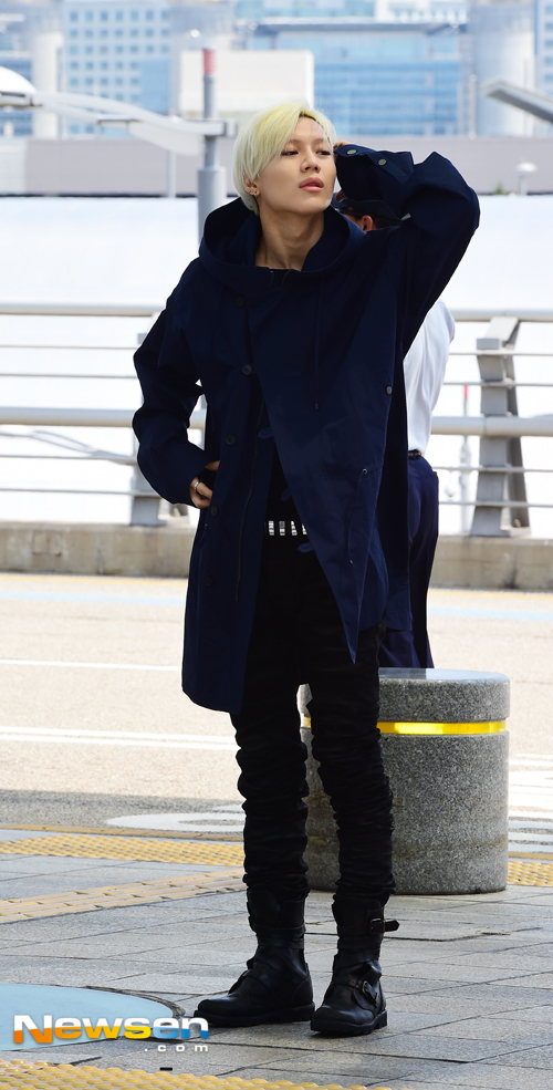 Image: Taemin looking hot in his S/S sponsored jacket as he heads to Milan / Newsen