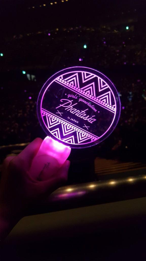 Image: Girls' Generation fan light sticks for 'Phantasia' tour / Photo taken by Twitter user @AllAboutTaeNy