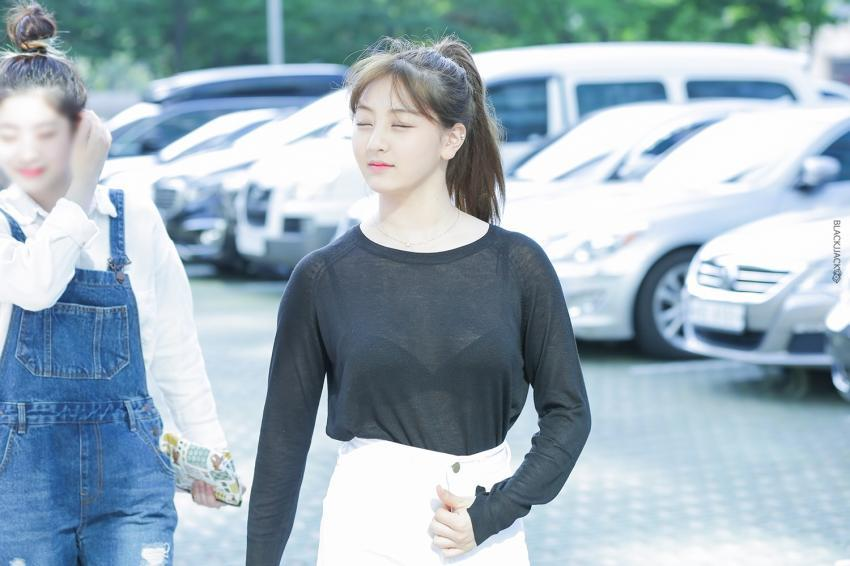 Twice Jihyo Spotted Wearing A See-Through Shirt In Public -9569