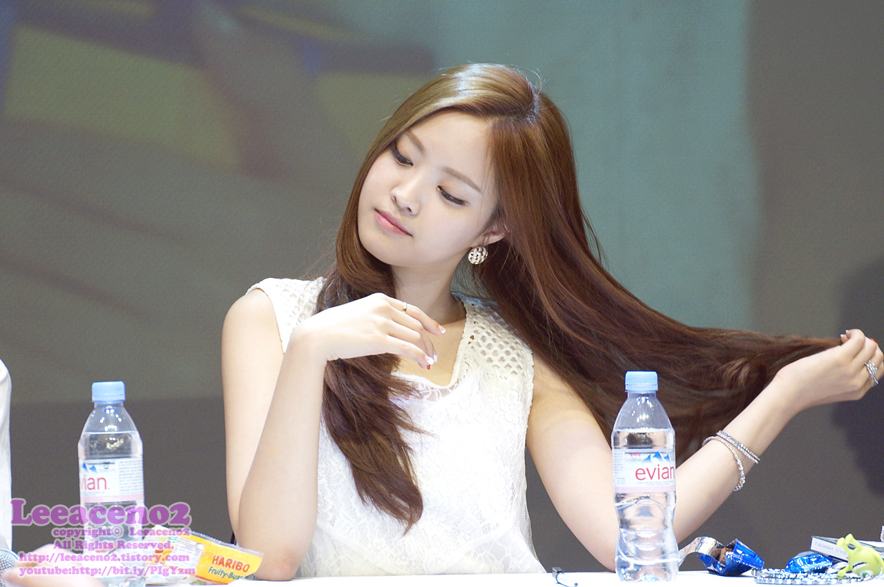 Non-Photoshopped Pictures Show A-Pink Naeun Is A True Natural Beauty