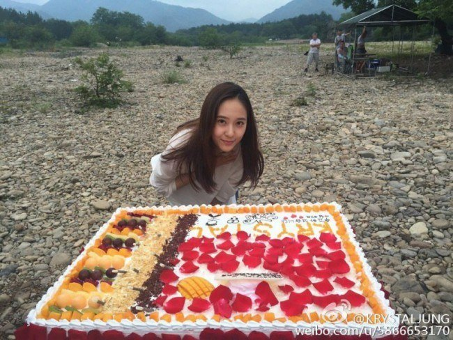 Image: Krystal after completing the filming of a Chinese drama; Celebrating with a giant cake