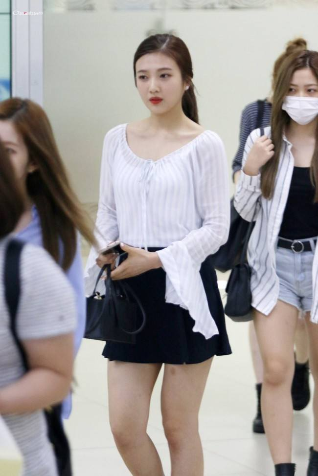 Fans say Joy looks more beautiful with her hair up in a
