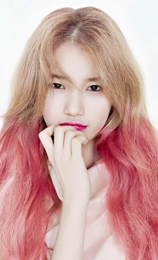 The Quot Pink Blonde Quot Hairstyle Is Popular Among K Pop Artists