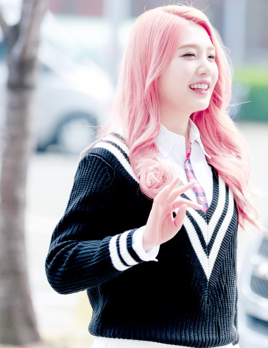 Red Velvets Joy Shocks Fans With Sudden Pink Hair Transformation  Koreaboo