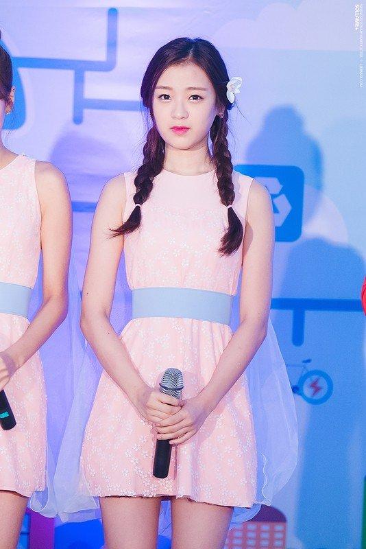 Image: APRIL's Jinsol on stage, taken by fan