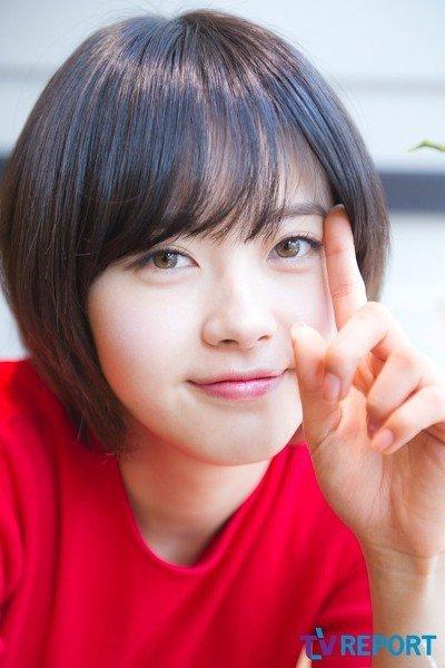 7 korean celebs who were born with unique eye colors